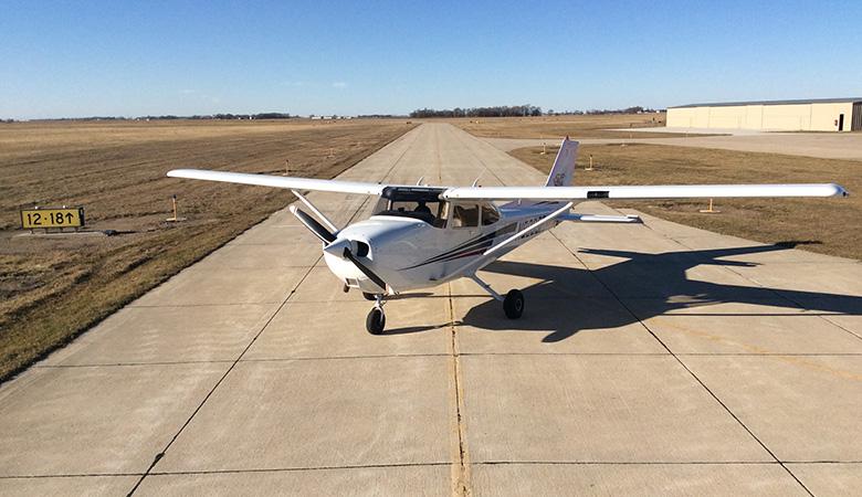 skyhawk instruction plane